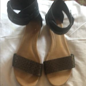 Shoes - Uggs Sandals.